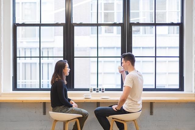 dvojice na kávě