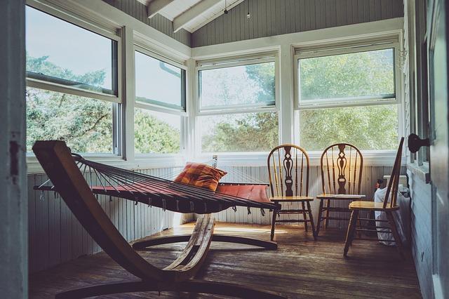 houpací síť na verandě